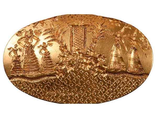 В древней могиле найдены 2000 артефактов и золотые украшения